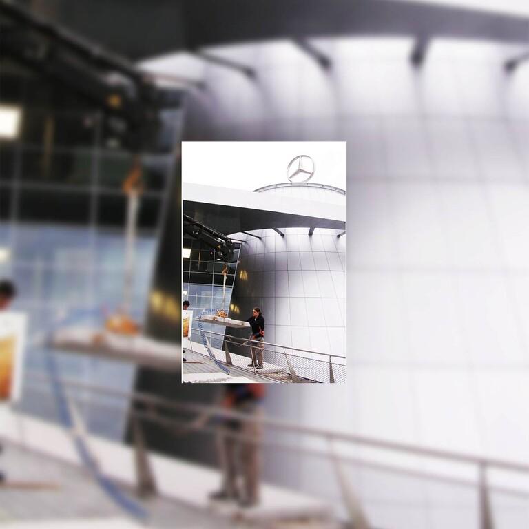 Mercedes Benz Museum Stuttgart, enfernen und neu versetzen von Fassadenplatten
